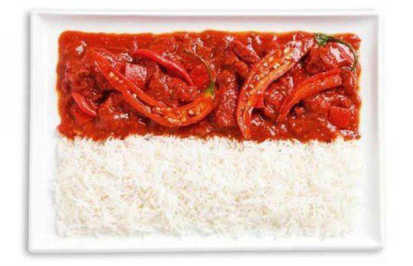 Bandera de Indonesia a partir de curry y arroz picantes (Sambal).