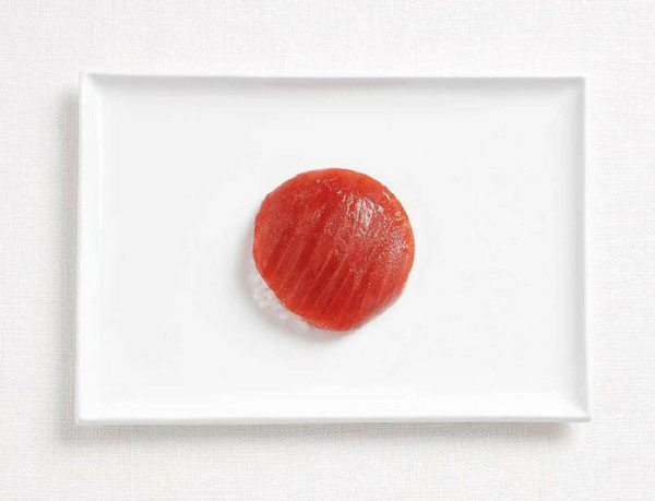 Bandera japonesa hecha de atún y arroz.
